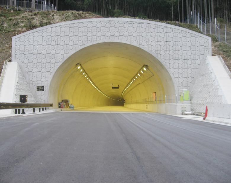 和田山八鹿道路畑トンネル外照明設備設置工事