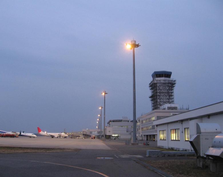 新潟空港エプロン照明灯改良その他工事