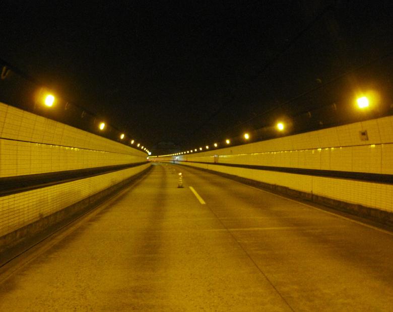 関越自動車道関越トンネル照明設備更新
